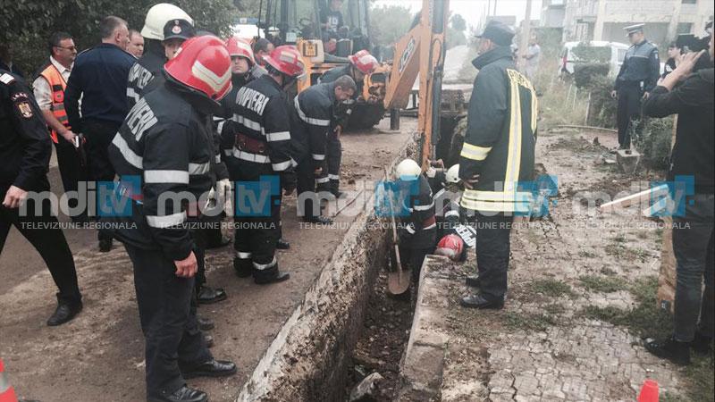 ACCIDENT DE MUNCĂ la Sagricom. Un muncitor a fost prins sub un mal de pământ