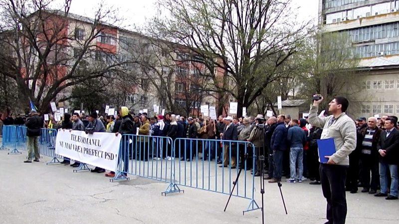 PROTEST ÎMPOTRIVA PREFECTULUI DE TELEORMAN