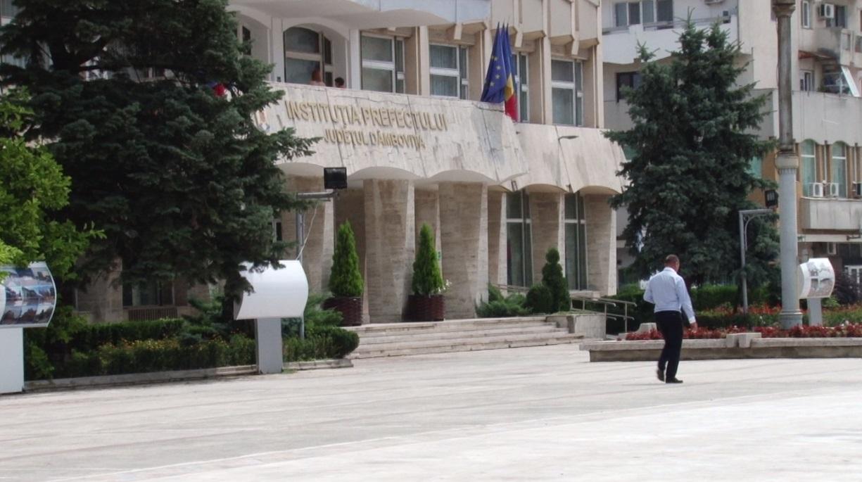 """DÂMBOVIȚA: """"ÎNVĂȚĂTURILE"""" LUI ȚUȚUIANU ȘI OPREA PENTRU PRESĂ"""