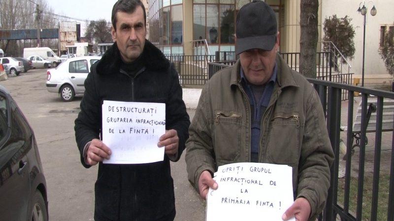 PROTEST ÎMPOTRIVA ADMINISTRAŢIEI LOCALE