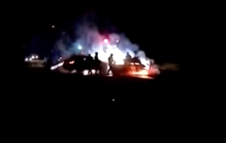 ACCIDENT GRAV! DOUĂ MAȘINI AU LUAT FOC DUPĂ CE S-AU CIOCNIT VIOLENT! VIDEO!