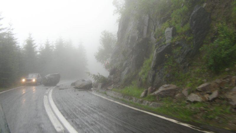 VIITURA A BLOCAT TRAFICUL PE TRANSFĂGĂRĂȘAN