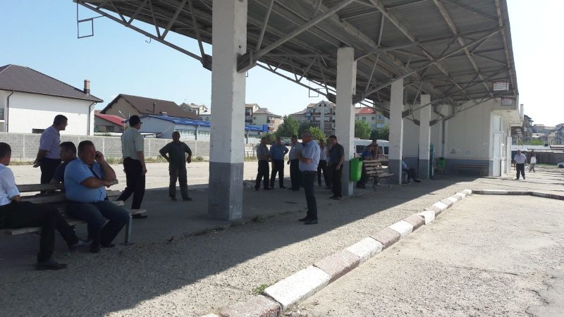 PROTEST SPONTAN LA O FIRMĂ DE TRANSPORT: ŞOFERII REFUZĂ SĂ PLECE ÎN CURSE