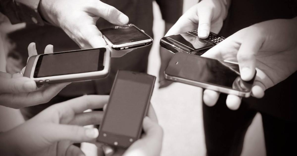 HOŢUL DE MAŞINI DIN NUCET A TRECUT LA TELEFOANE