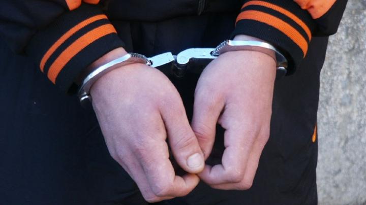 POLIȚIȘTII AU PRINS SUSPECTUL CARE SPĂRGEA MAGAZINE ÎN TÂRGOVIȘTE! SURPRIZĂ: INSTANȚA L-A LĂSAT LIBER …SĂ FURE!