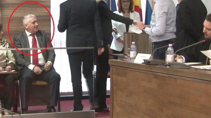 """URNA CU VOTURI DE LA CONSILIUL JUDEȚEAN DÂMBOVIȚA, PĂZITĂ DE """"ȘERIF""""!"""
