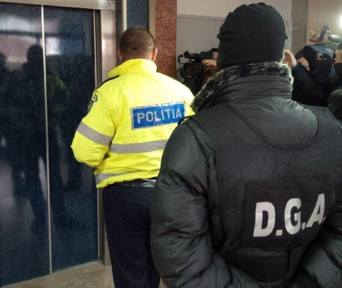 AGENȚI DE POLIȚIE DE LA BRIGADA AUTOSTRĂZI, SĂLTAȚI DE DGA PENTRU LUARE DE MITĂ