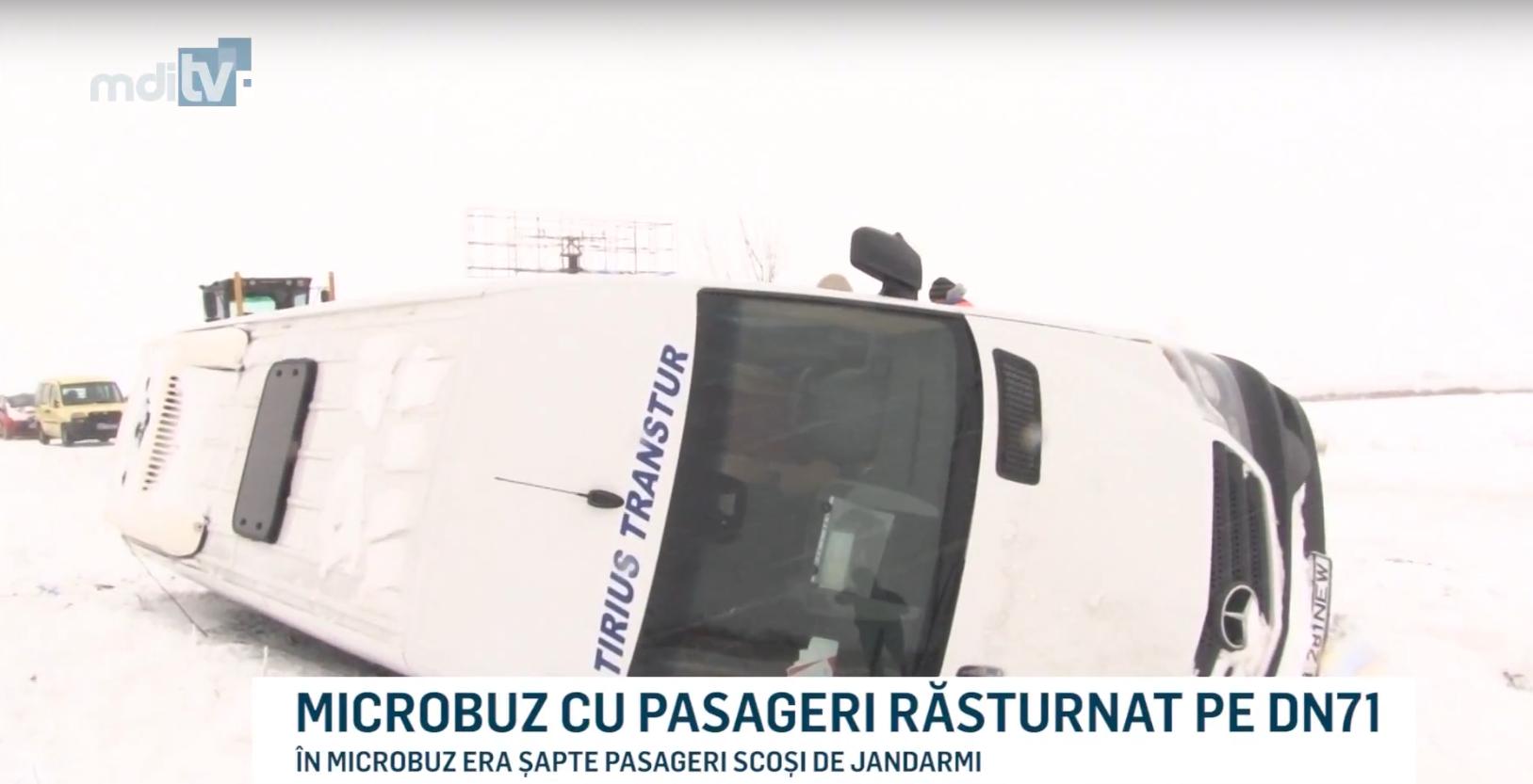 MICROBUZ CU PASAGERI RĂSTURNAT PE DN71
