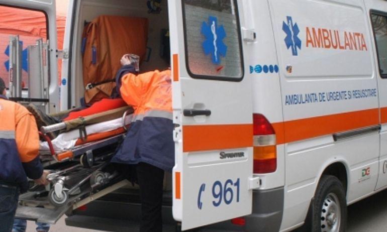 SCENE ȘOCANTE! DOUĂ FETE AU FOST ACCIDENTATE DE UN TÂNĂR CARE VOIA SĂ-ȘI CALCE RIVALUL CU MAȘINA