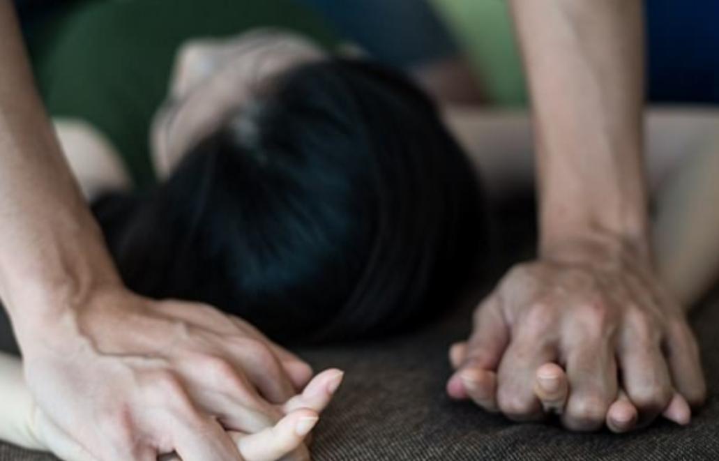 O TÂNĂRĂ CU HANDICAP ACCENTUAT DIN ODOBEȘTI A FOST VIOLATĂ ȘI BATJOCORITĂ DE UN ADOLEȘCENT DIN PRODULEȘTI