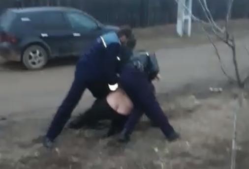 SCANDAL CU POLIŢIA ÎN TELEORMAN! UN BĂRBAT RECALCITRANT A FOST IMOBILIZAT CU GREU DE CĂTRE TREI AGENŢI