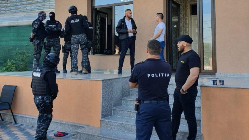 POLIȚIA DIN GĂEȘTI, DECSINDERI LA PALATELE UNOR ROMI DIN CRAIOVA, SUSPECȚI DE FURT DIN LOCUINȚĂ