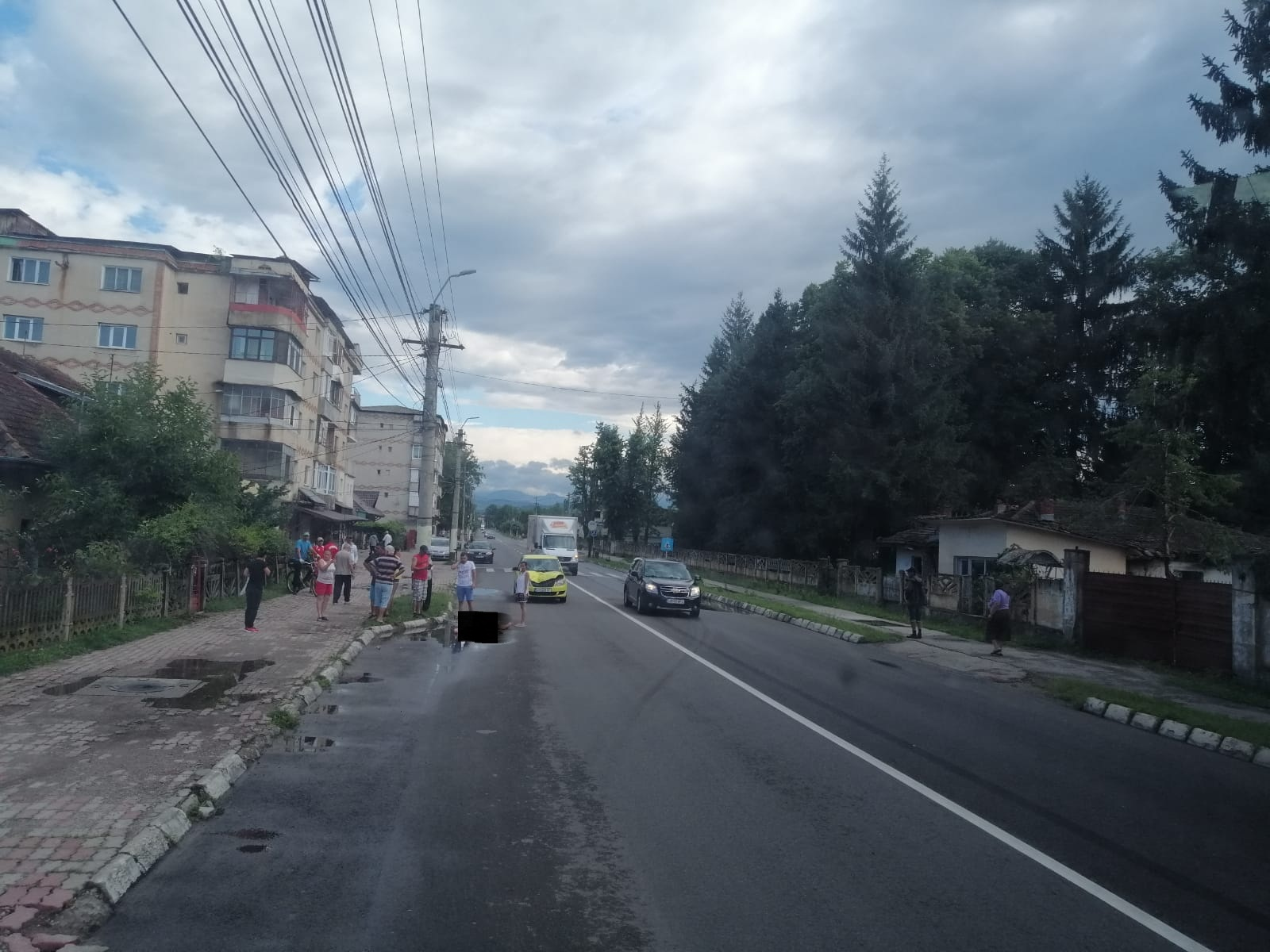 ACCIDENT GRAV LA PUCIOASA! O TÂNĂRĂ A FOST LOVITĂ ÎN ZONA  TRECERII PENTRU PIETONI