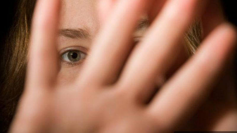 PUCIOASA! UN BĂRBAT DE 44 DE ANI ESTE ACUZAT CĂ A ÎNTREȚINUT RELAȚII SEXUALE CU O FETIȚĂ DE 14 ANI