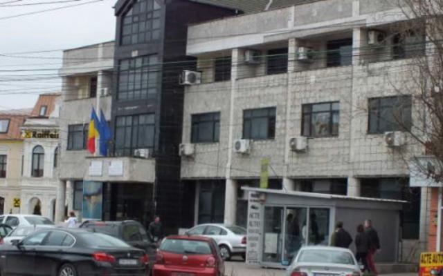 DÂMBOVIȚA: POLIȚIST DE LA ÎNMATRICULĂRI, TRIMIS ÎN JUDECATĂ PENTRU LUARE DE MITĂ