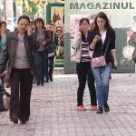 VORBITUL LA TELEFON, CU PORȚIA     – VIDEO