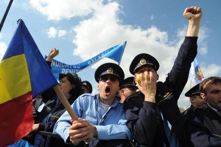 POLIŢIŞTII PROTESTEAZĂ