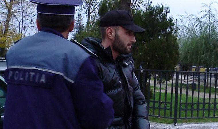 """ELEV DE LA """"BĂLAȘA DOAMNA"""" ȘANTAJAT DE UN DERBEDEU! SUSPECTUL A FOST ÎNCĂTUȘAT"""