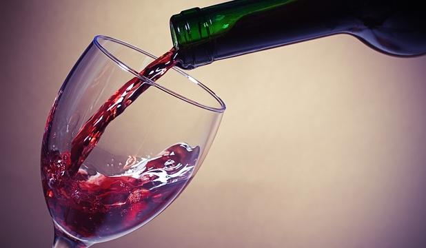 DEMENȚA DIN PAHARUL CU ALCOOL