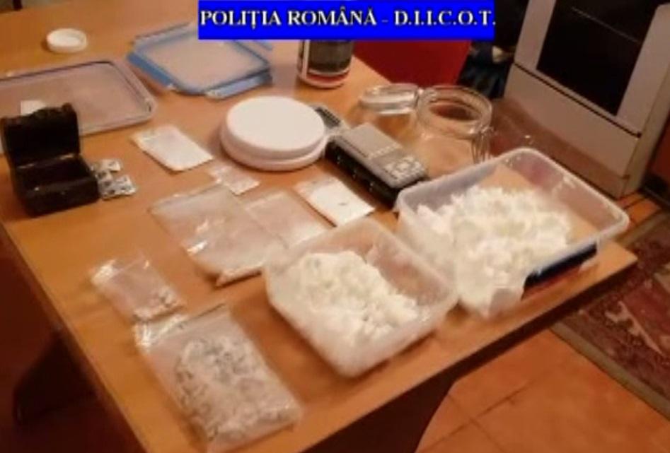 REȚINUȚI PENTRU TRAFIC DE DROGURI DE MARE RISC