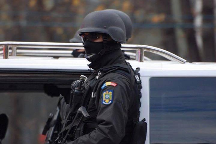 """O BĂTRÂNĂ DIN TÂRGOVIȘTE, ÎNȘELATĂ CU 20.000 LEI, PRIN METODA """"ACCIDENTUL"""". POLIȚIȘTII I-AU PRINS ÎN FLAGRANT PE AUTORI!"""