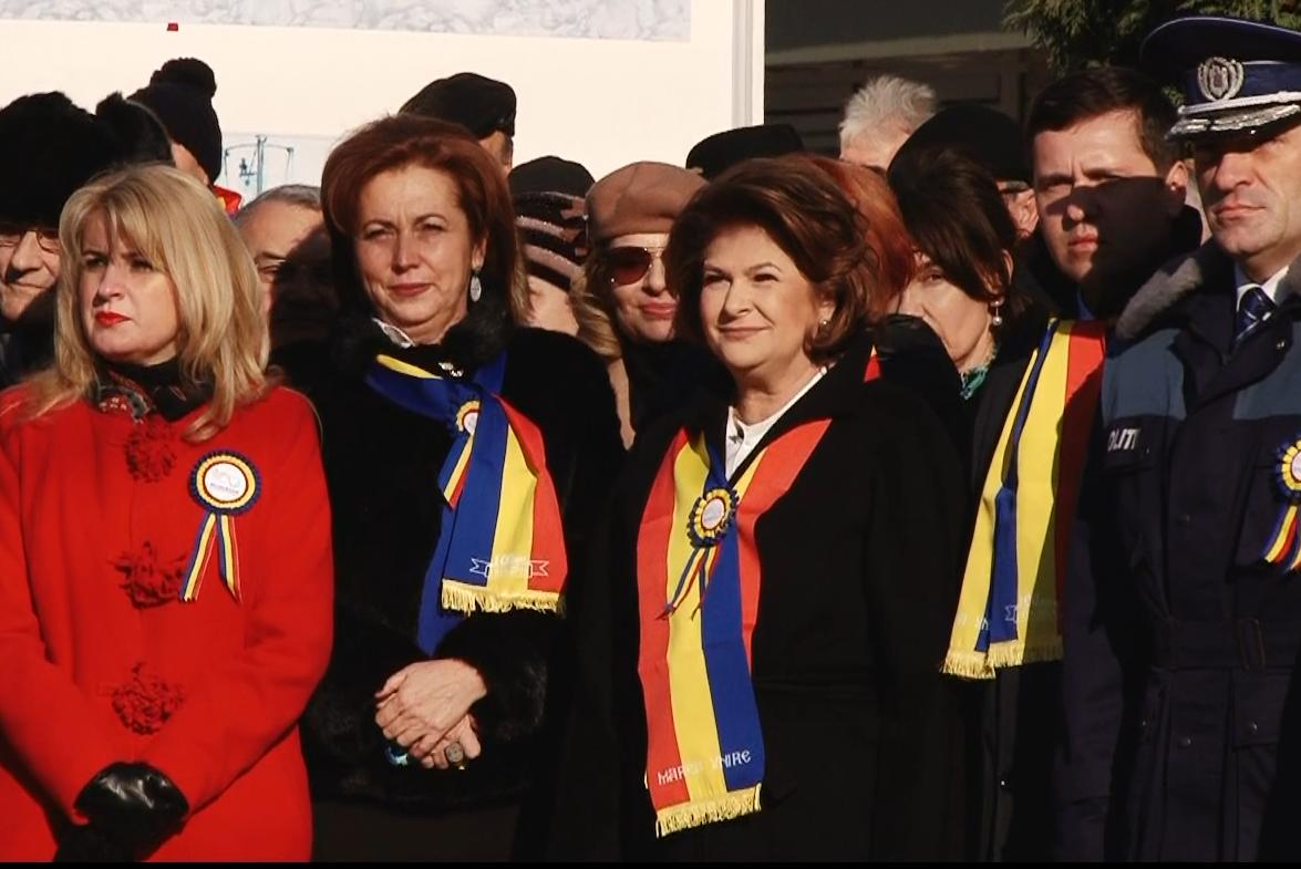 LA MULȚI ANI, ROMÂNIA, LA MULȚI ANI, TÂRGOVIȘTE!