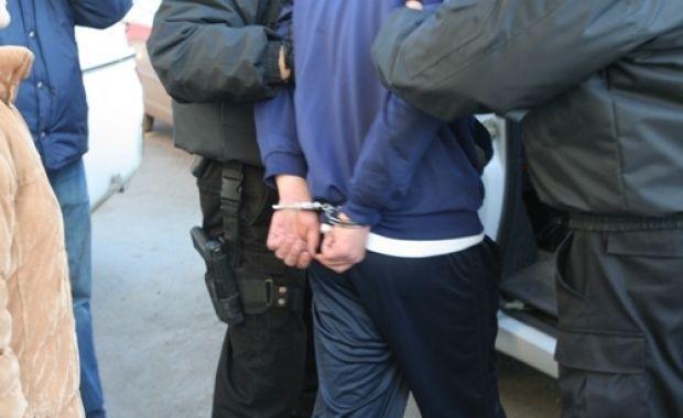 UN BĂRBAT DE 42 DE ANI, DIN UDREŞTI, REȚINUT DE POLIȚIȘTI PENTRU ÎNCĂLCAREA MĂSURILOR STABILITE PRINTR-UN ORDIN DE PROTECȚIE