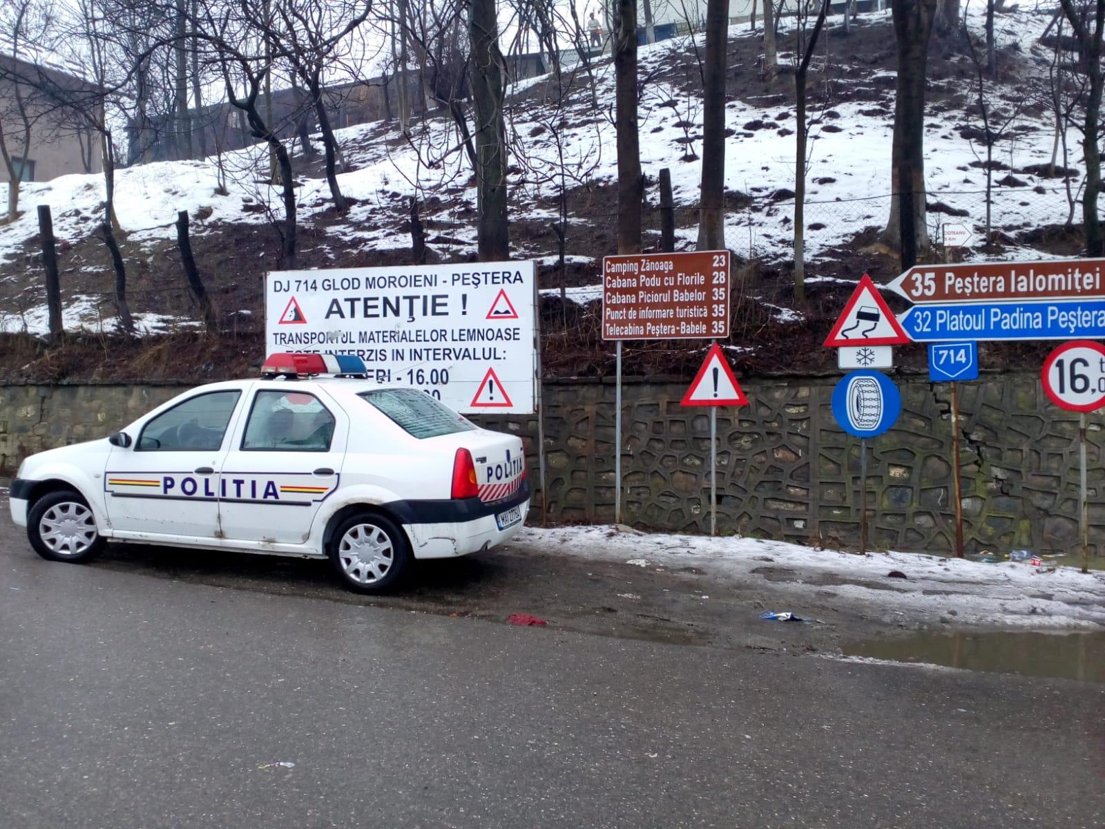 POLIȚIA A BLOCAT CIRCULAȚIA PE DJ714! TURIȘTII DIN MUNTE SUNĂ DUPĂ AJUTOR