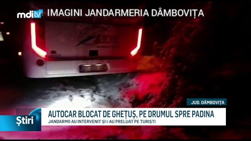 AUTOCAR BLOCAT DE GHEȚUȘ, PE DRUMUL SPRE PADINA