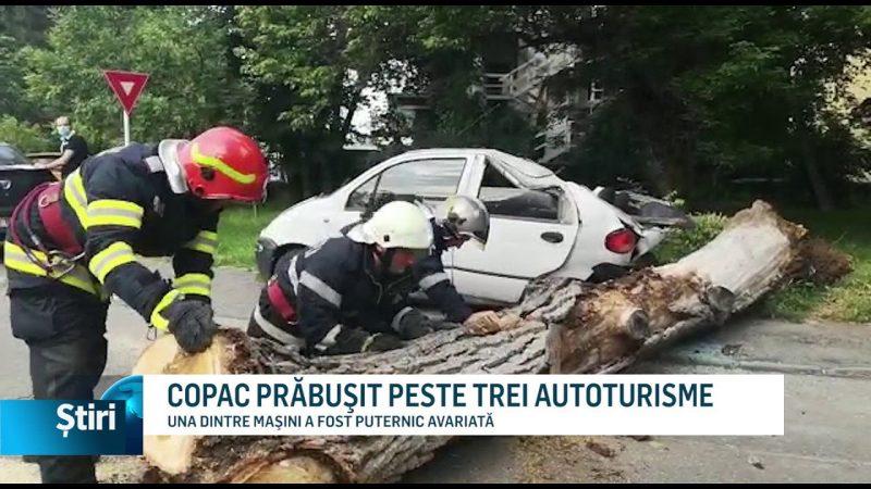 COPAC PRĂBUŞIT PESTE TREI AUTOTURISME
