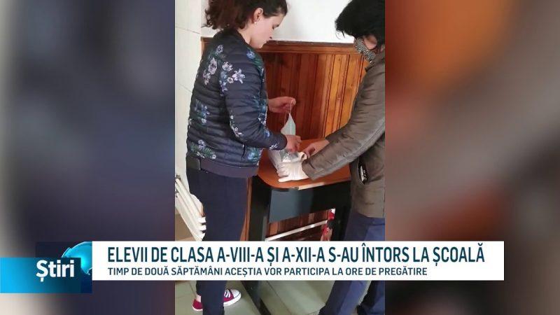 ELEVII DE CLASA A-VIII-A ȘI A-XII-A S-AU ÎNTORS LA ȘCOALĂ