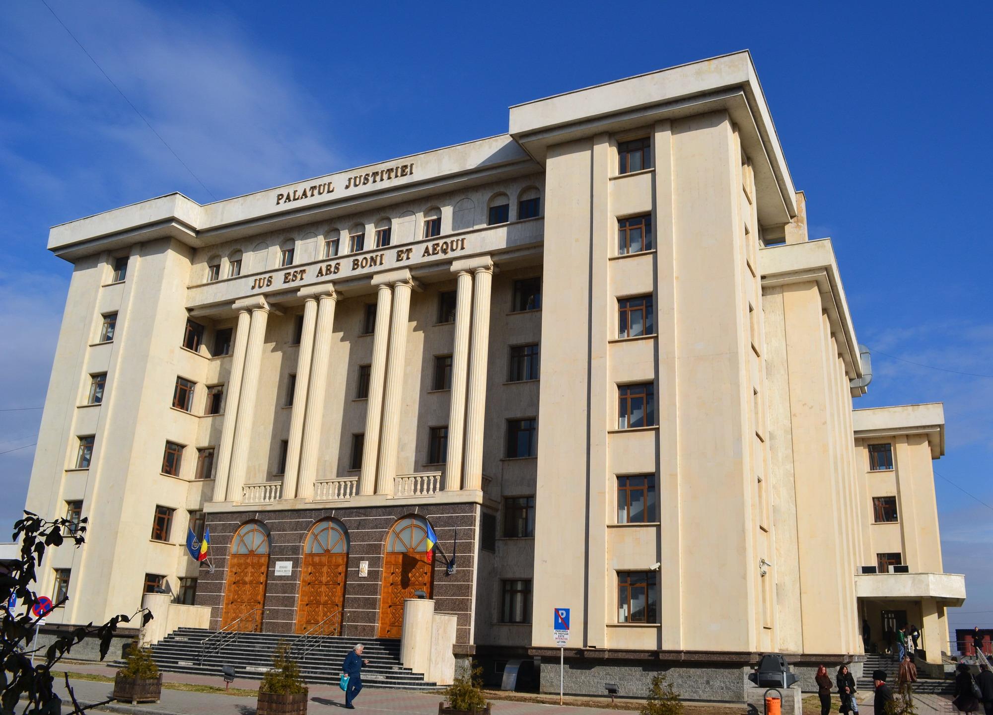 TINERII ACUZAȚI DE ȘANTAJ NEAGĂ APARTENENȚA LA GRUPAREA GHENOSU! MAGISTRAȚII I-AU LĂSAT LIBERI!
