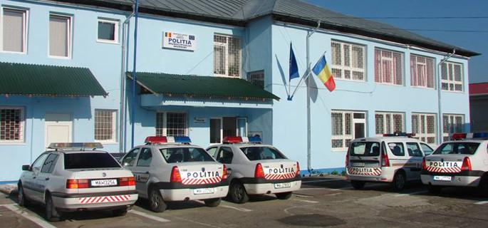 FEMEIE DE 71 DE ANI, REȚINUTĂ DE POLIȚIȘTI, DUPĂ CE ȘI-A ATACAT FRATELE CU UN LICHID INFLAMABIL